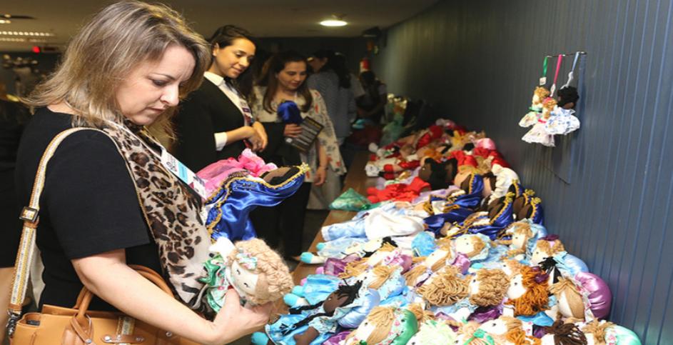 As 100 bonecas expostas na Jornada Maria da Penha foram vendidas em uma hora. FOTO: G. Dettmar/ Agência CNJ